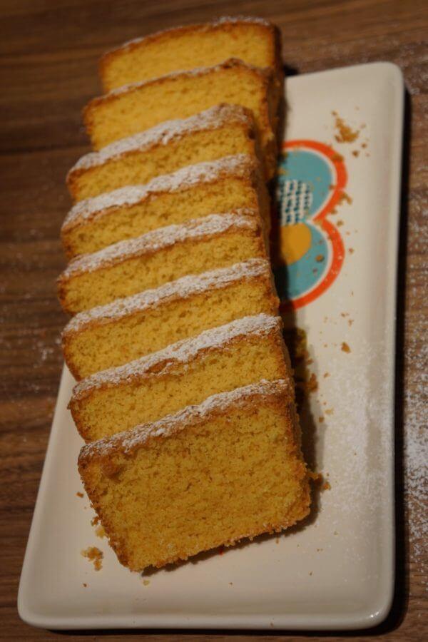 gâteau coupé en tranches